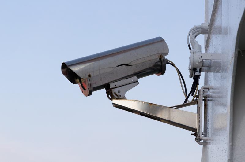 Systemy zabezpieczenia domu z wykorzystaniem dronów a Inteligentne systemy zabezpieczeń