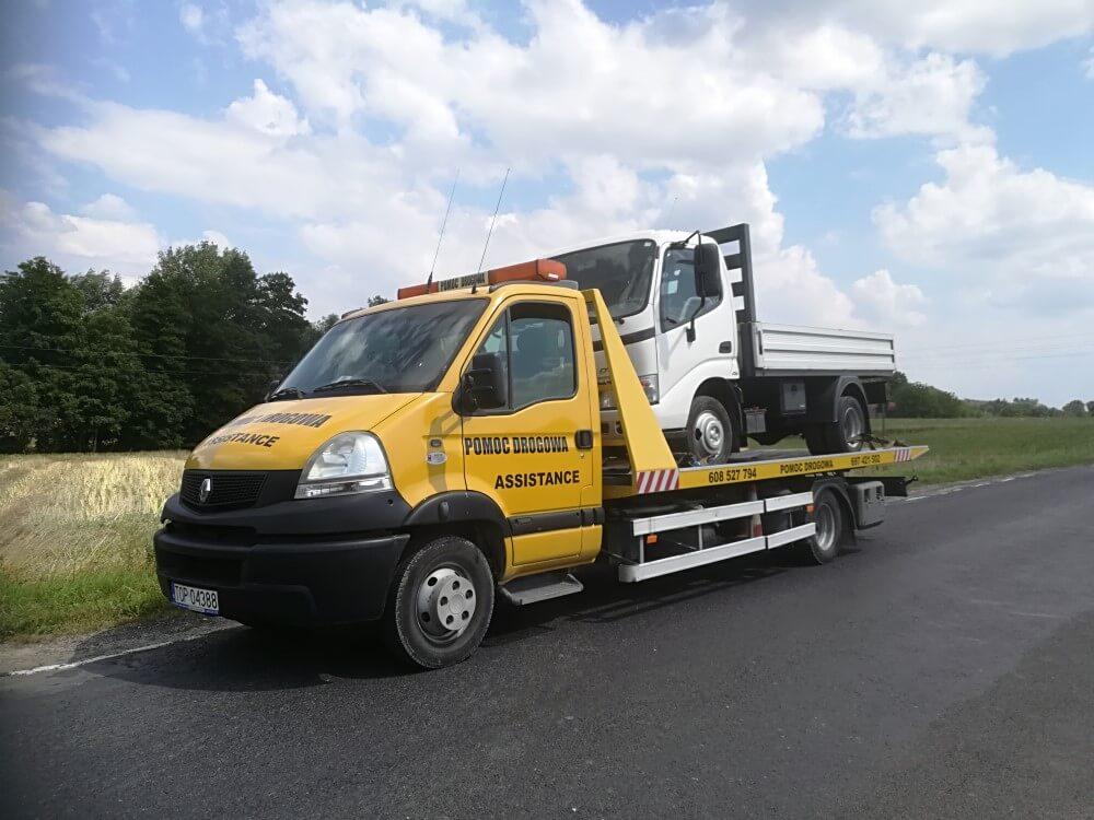 Pomoc drogowa – jak wybrać odpowiednią firmę, gdy nasze auto ulegnie awarii