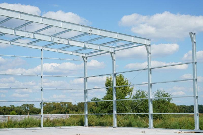 Jakie są zalety konstrukcji stalowych?